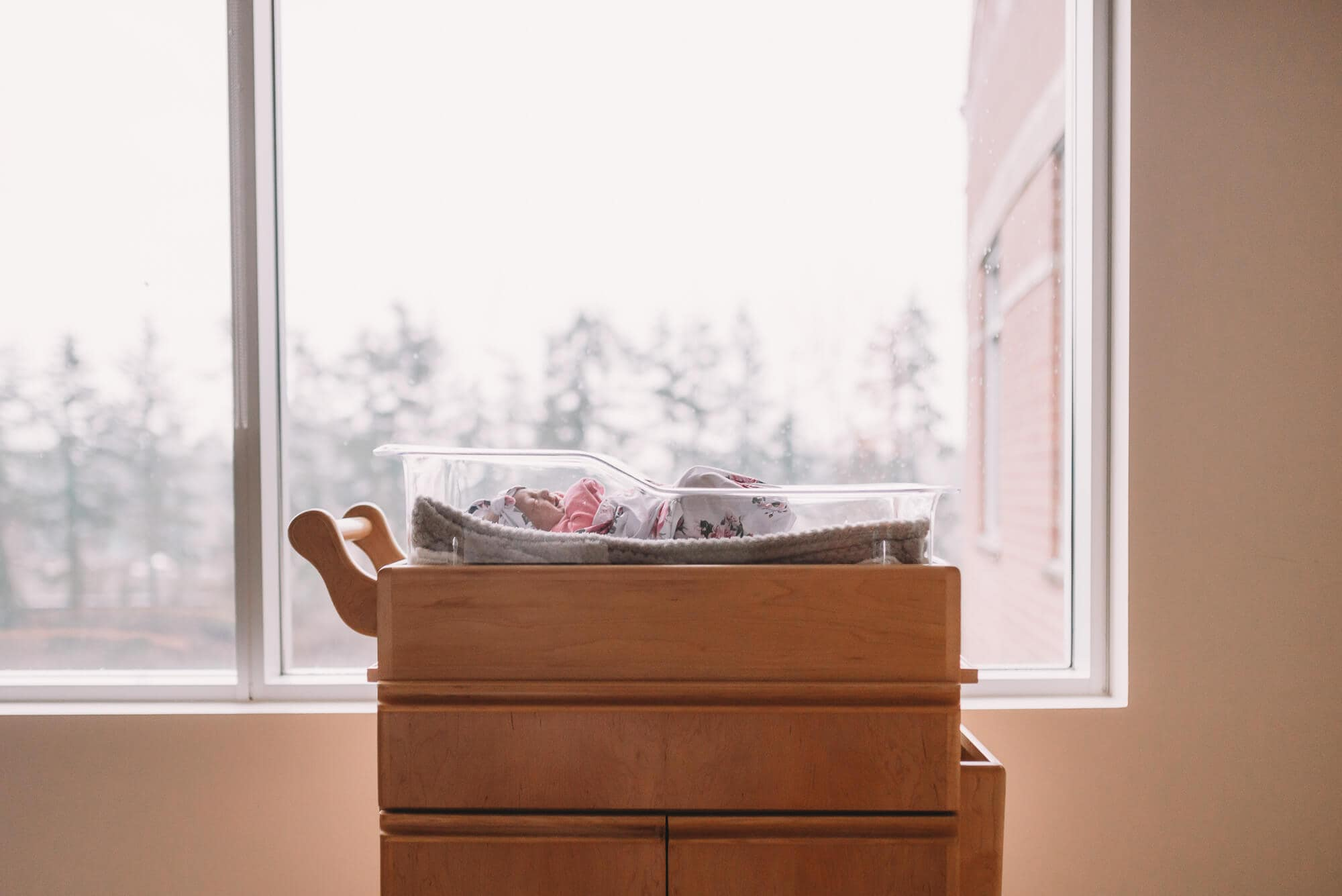 bassinet in hospital room in Vancouver Fresh 48 session