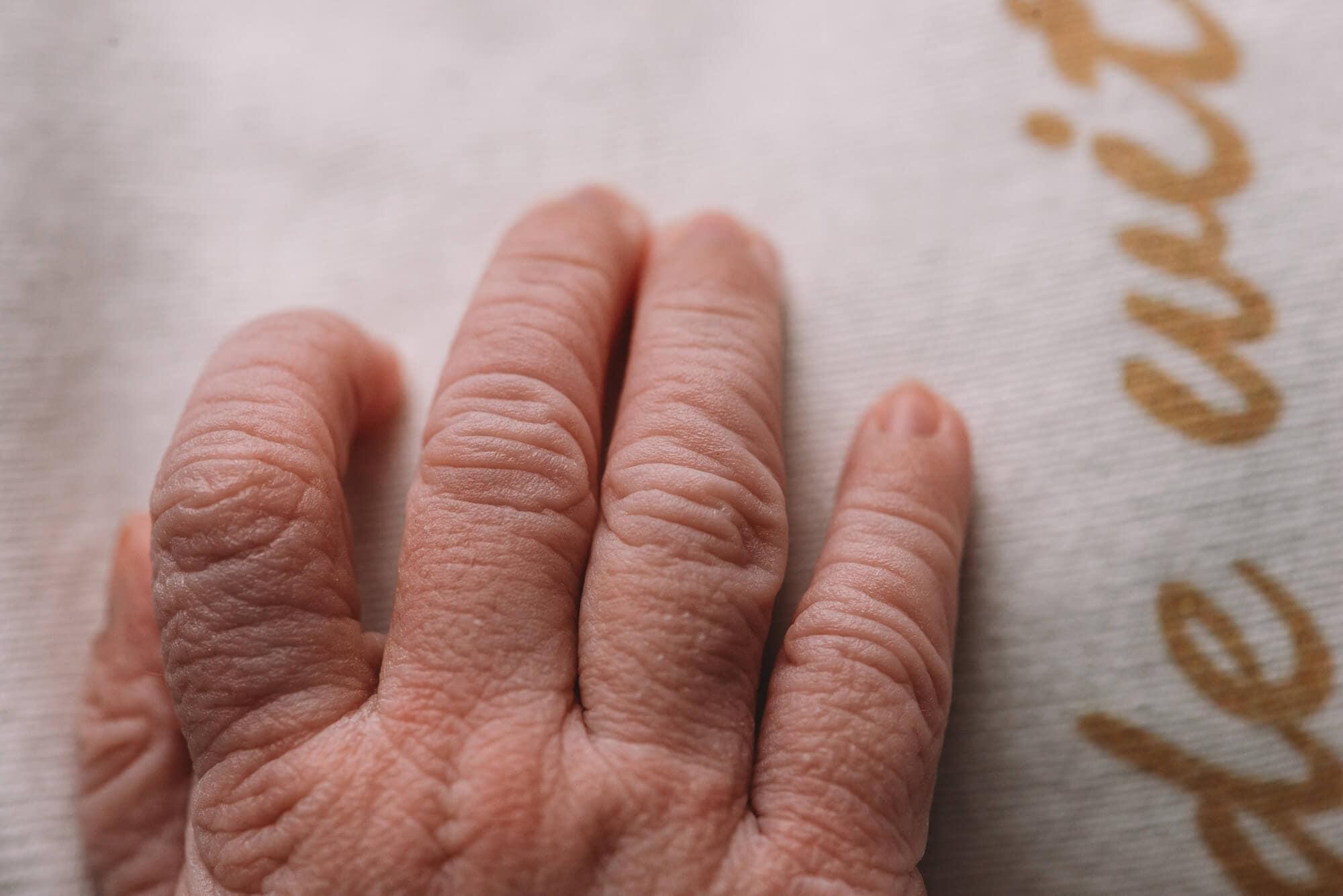 newborn macro hands