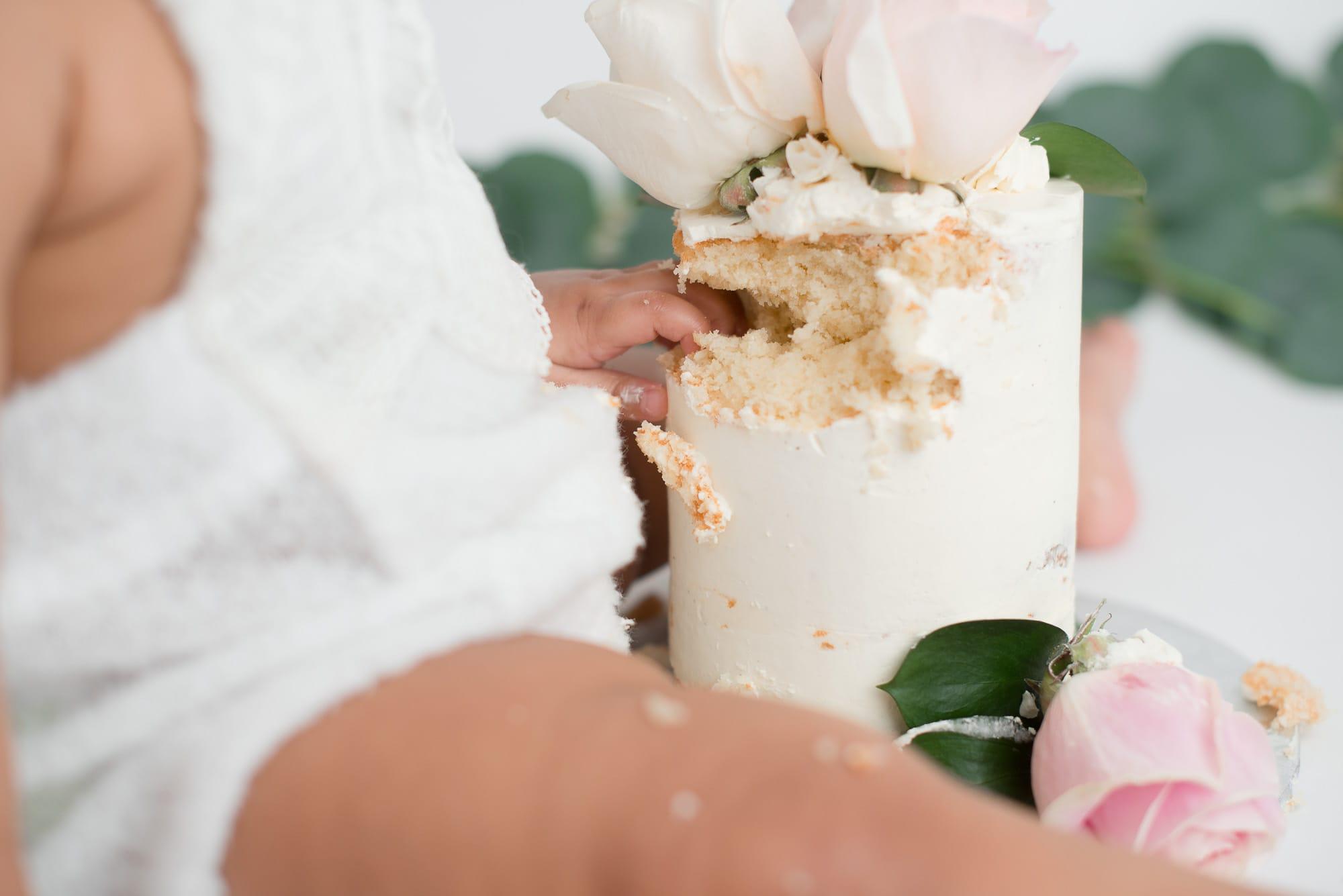 cake smash hands in cake