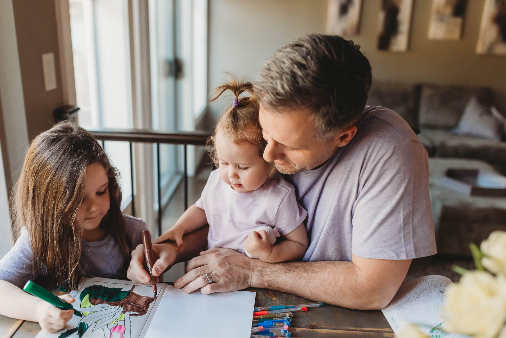 dad colouring with kids during family photoshoot