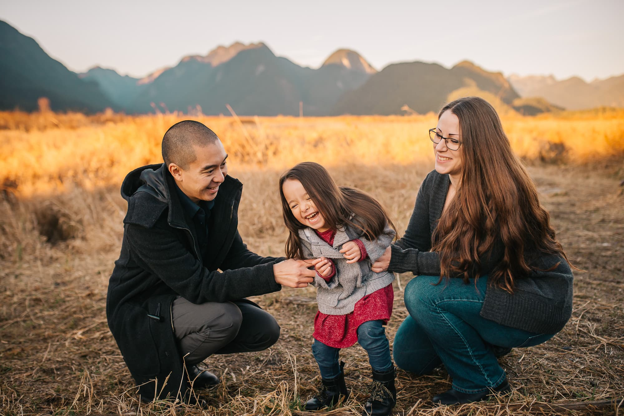 Vancouver Family Photographer gets parents to tickle daughter in family photo
