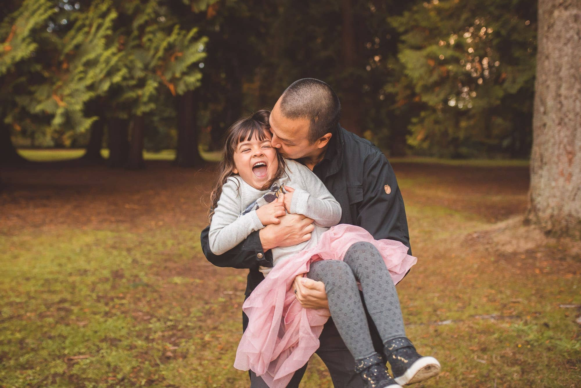Vancouver Family Photographer tells dad to tickle daughter during photo session