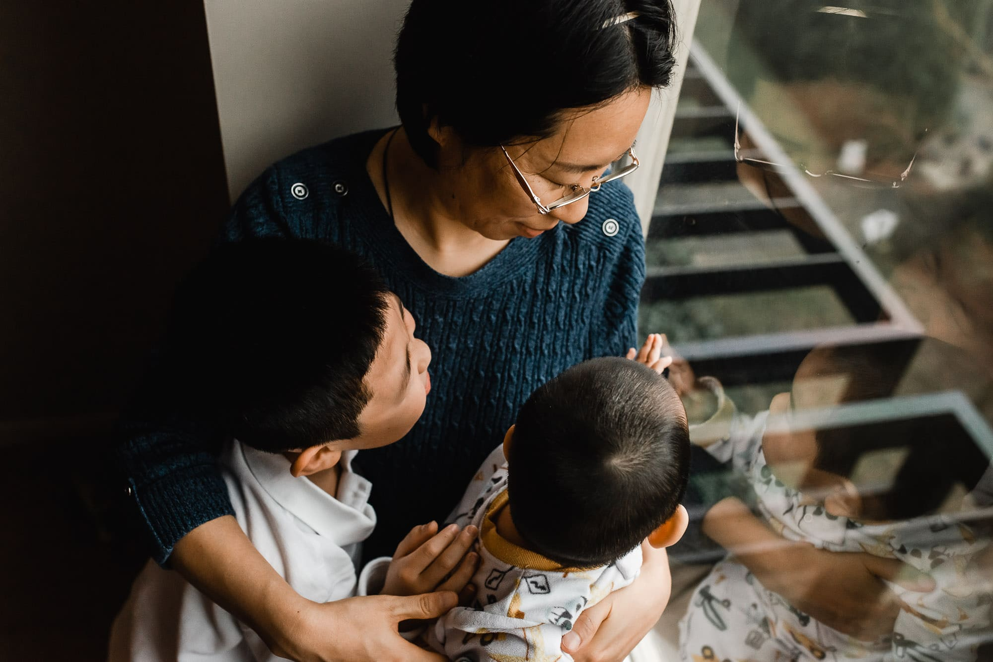 Vancouver Family Photographer with mom and boys at window